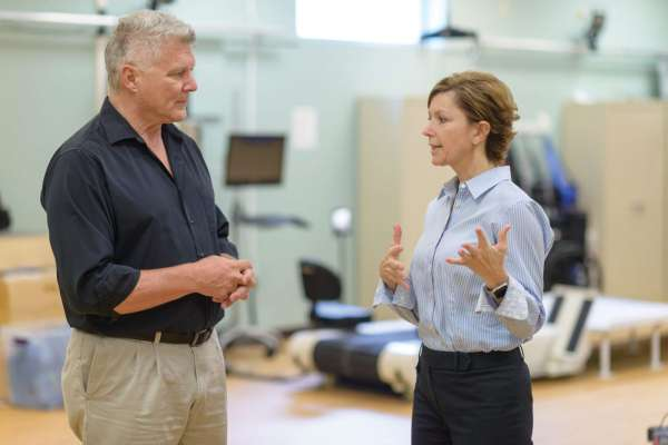 Doctors Gordon Mitchell and Emily Fox in clinical setting discussing hypoxiaa